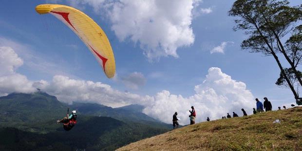paragliding-gunung-haruman