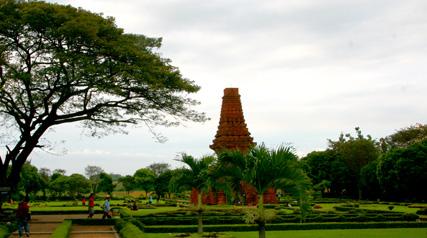 Candi Bajang Ratu - Trowulan