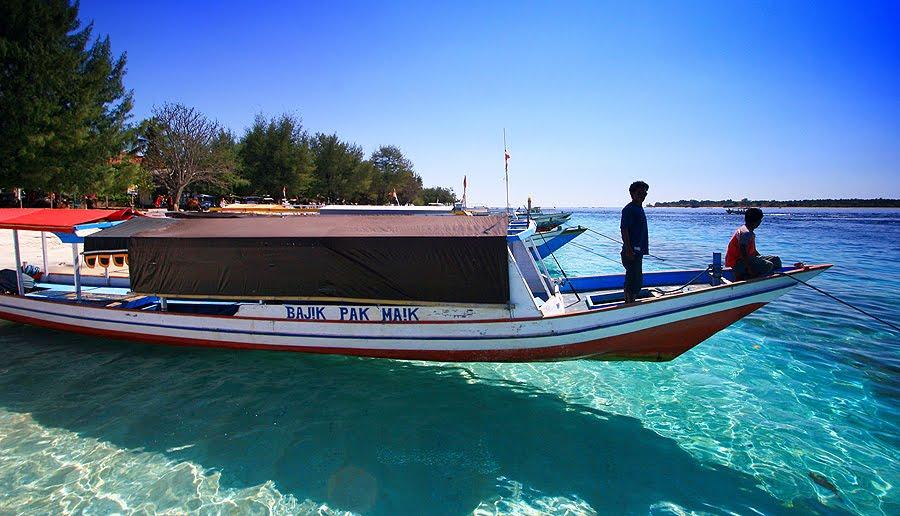 Boat untuk menyebrang ke pulau Gili