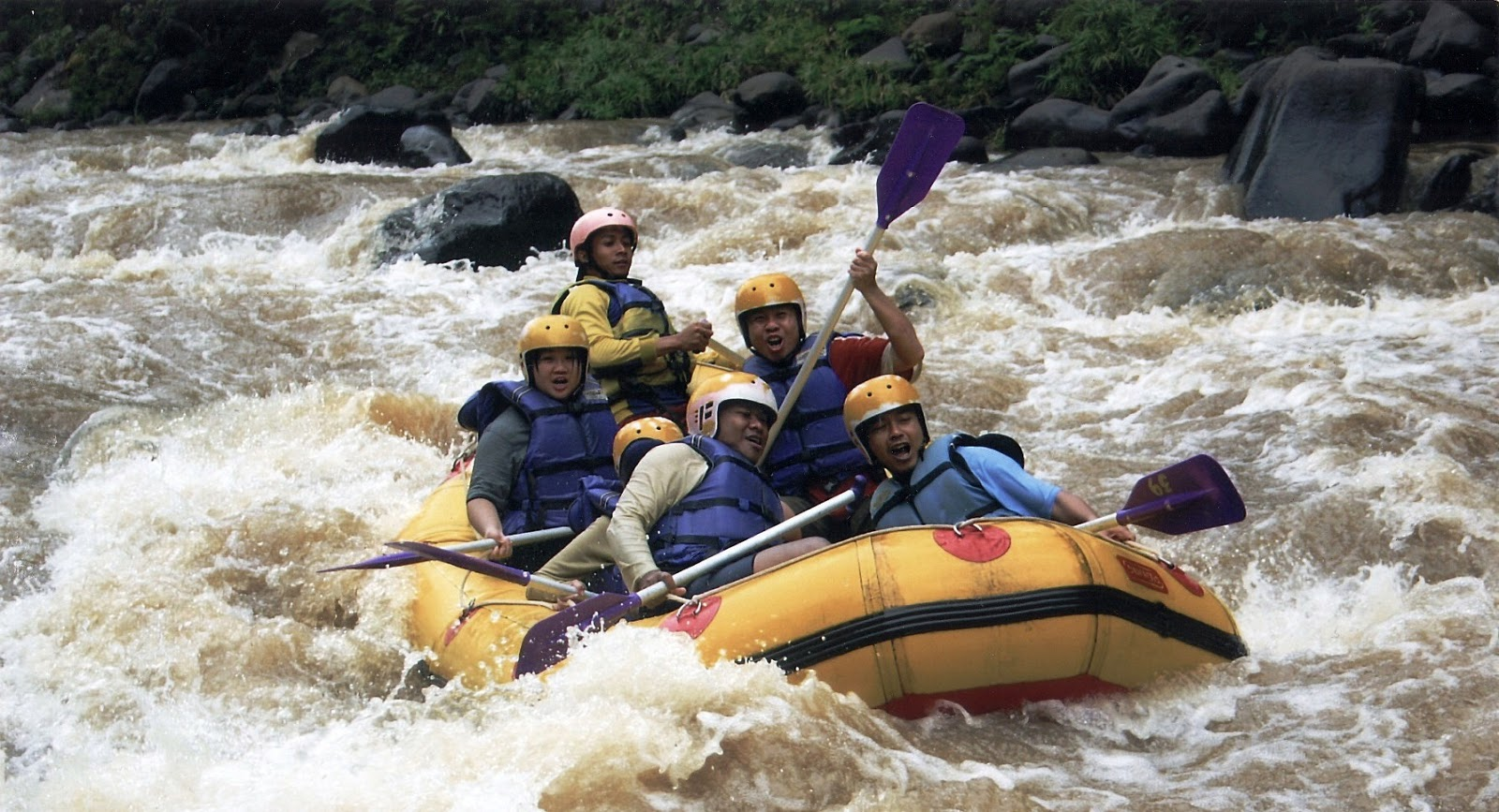 Rafting adventure dRafting adventure di sungai Pekaleni sungai Pekalen