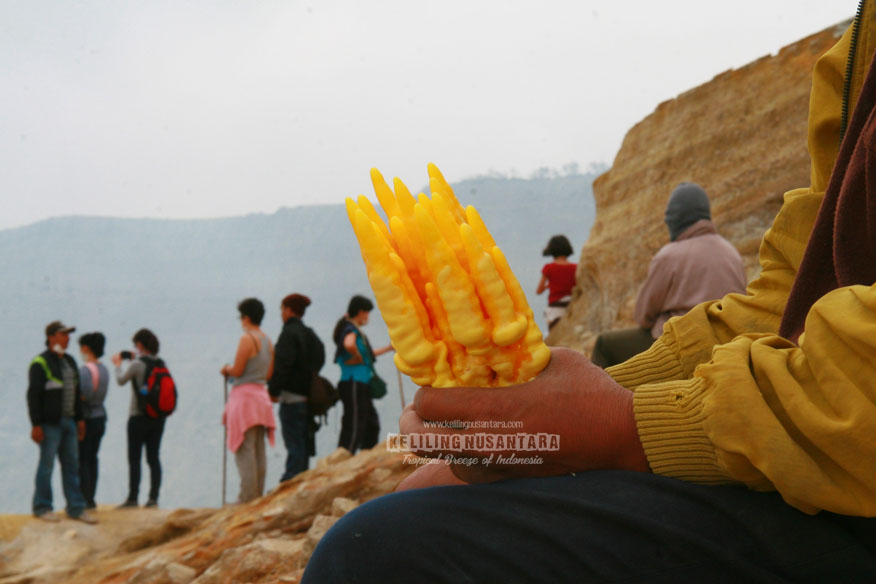 Sulfur souvenir in Ijen crater
