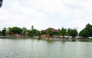 Wisata Pura Taman Air Mayura