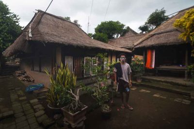 Rumah suku sasak Sade Lombok 400x267 Discovering the Most Exotic Lombok Island   Indonesia