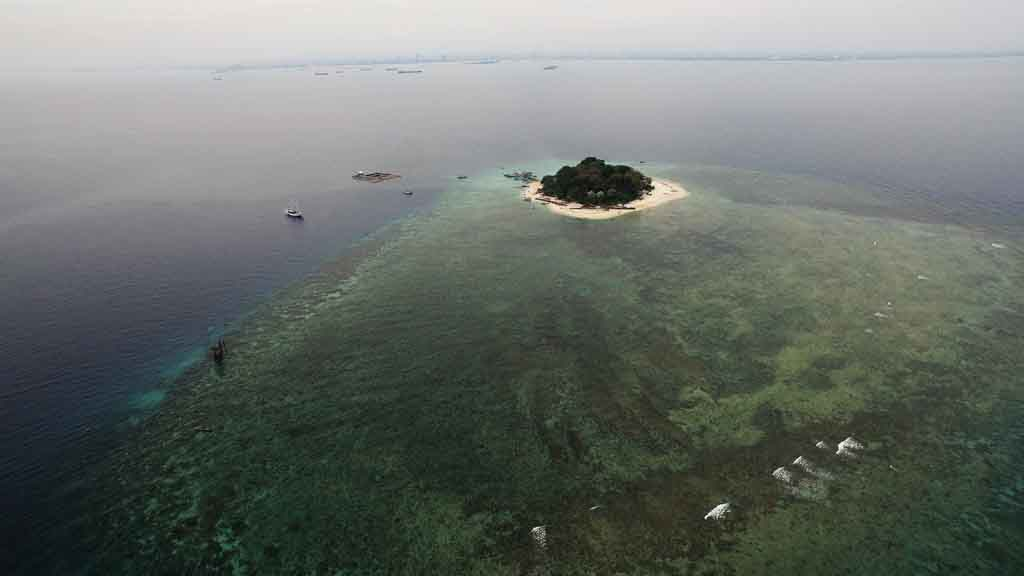 Small-Samalona-island-of-Makassar